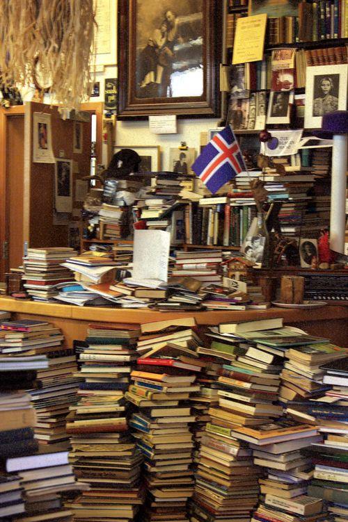 Reykjavik_bookstore1