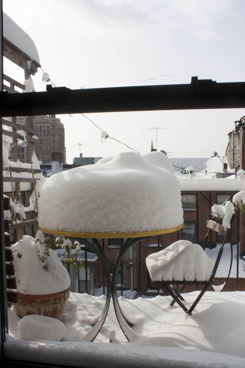 Balcony_snow